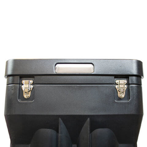 Zeus case image of the rear lid fastenings